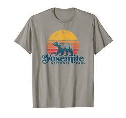 Yosemite National Park Vintage Bear and Retro Sun Graphic T-Shirt von Yosemite Half Dome Graphic Threads